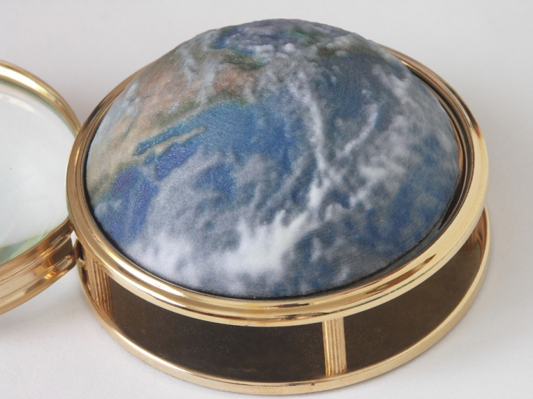 Globe Magnifying Glass